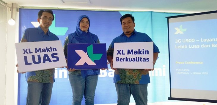 Ki – Ka : Manager Service Operation Management XL Central Region Dwi Handoko, Vice President  XL Central Region Rd. Sofia Purbayanti dan GM Sales XL West Java Tommy C. Dirgantara saat media update XL Peningkatan Jaringan Baru XL yang dilaksanakan di Santika Hotel Tasikmalaya .