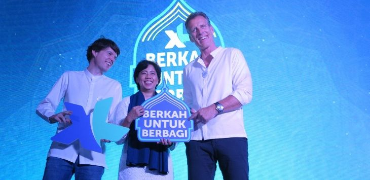 "(ki-ka) Chief Prepaid Business Officer XL Axiata, David Arcelus Oses, Direktur/Chief Service Management Officer XL Axiata, Yessie D. Yosetya dan Chief Commerce Officer XL Axiata, Allan Bonke dalam acara peluncuran program layanan khusus Ramadan dan Lebaran ""Berkah untuk Berbagi' di Bali."