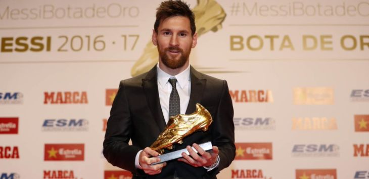 GOLDEN BOOT - Lionel Messi meraih Golden Boot 2016/2017 dengan total koleksi 37 gol (@barcelonafc/twitter)